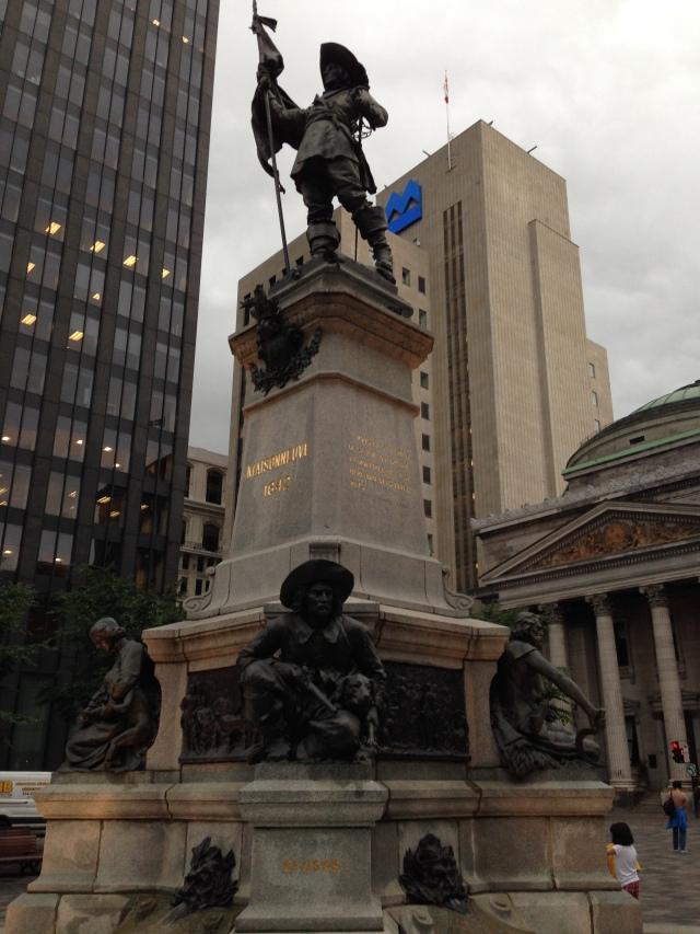 montrel_statue_in_square